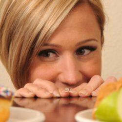 Из чего складывается пищевое поведение, и как можно на него повлиять?